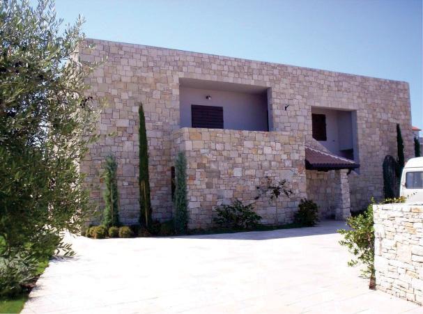 Drvena stolarija na stambenom objektu - otok Ugljan, Hrvatska